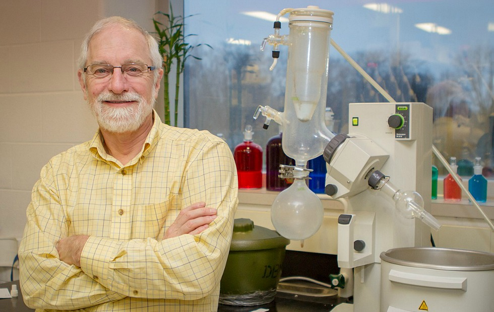 Michael Brook, Chemistry & Chemical Biology, and School of Interdisciplinary Science, is the winner of this year's Chemical Institute of Canada's Macromolecular Science and Engineering Award.